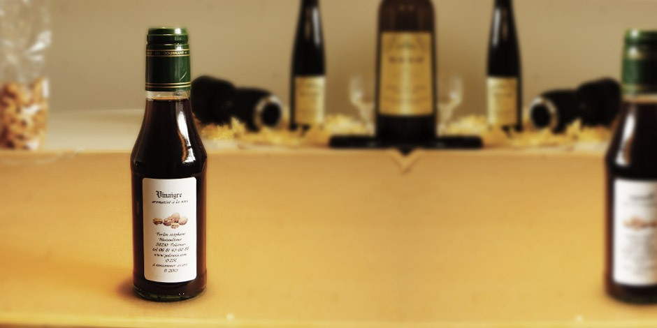 Vinaigre aromatise à la noix (25cl)